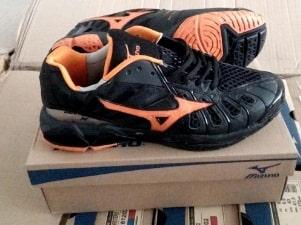 Harga Sepatu Volly Mizuno Original dan Kw Terbaru 10