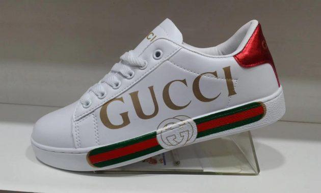 Logo pada sepatu
