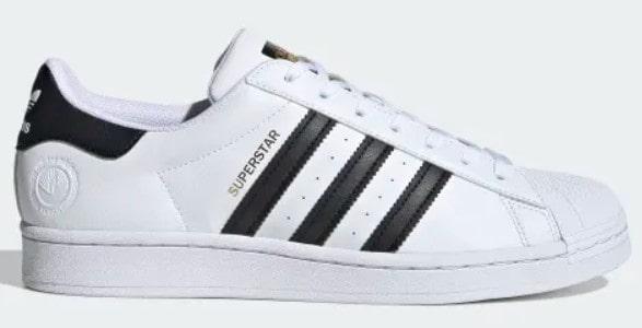 Kondangan Pakai Sneakers Adidas Superstars